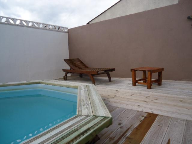 Olivia villa de vacances avec piscine et jardin au coeur for Accessoire piscine uzes