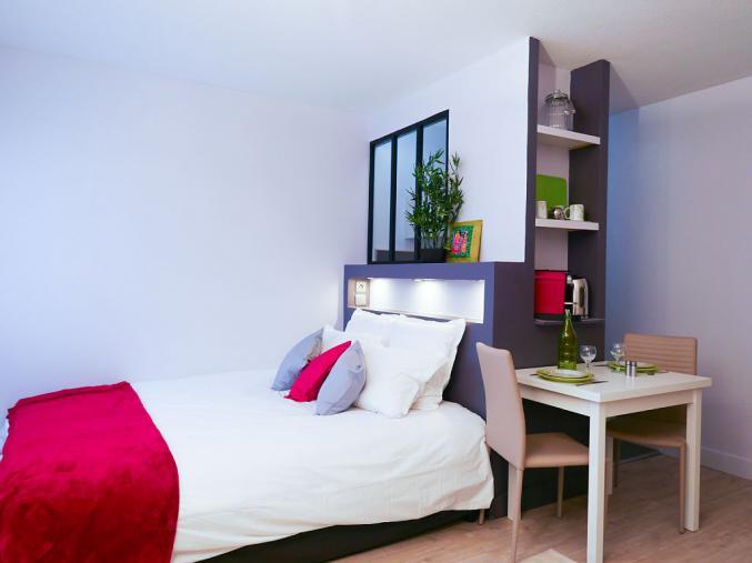 joli studio meubl de 24 m pret de suite sur nante. Black Bedroom Furniture Sets. Home Design Ideas