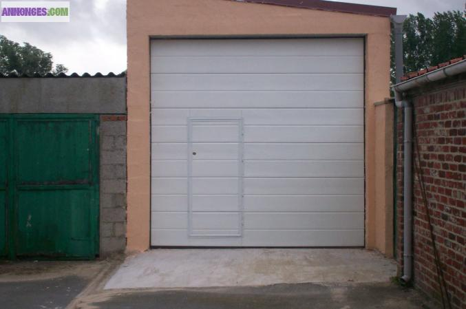 Porte de garage sectionnelle avec portillon for Porte de garage sectionnelle 3 5 m