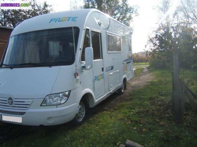urgent camping car int grale pilote. Black Bedroom Furniture Sets. Home Design Ideas